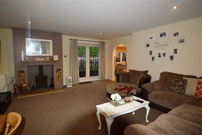 Thumbnail Semi-detached bungalow to rent in Hilders Farm Close, Crowborough