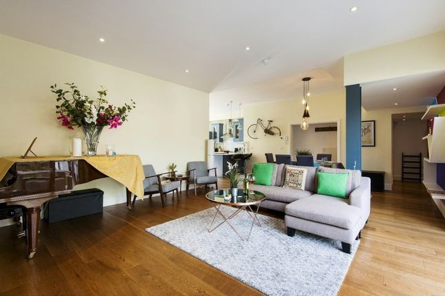 Thumbnail Flat to rent in St Maur Road, Fulham