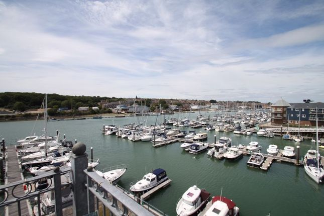 Thumbnail Flat for sale in Medina View, East Cowes