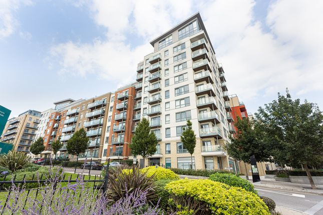 3 bed flat for sale in East Drive, Colindale, London NW9