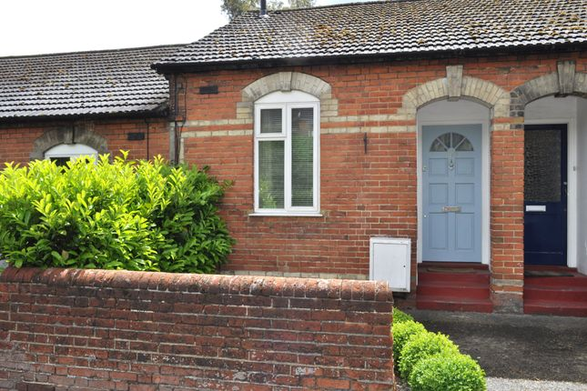1 bed terraced bungalow to rent in Stoughton Road, Guildford, Surrey GU2