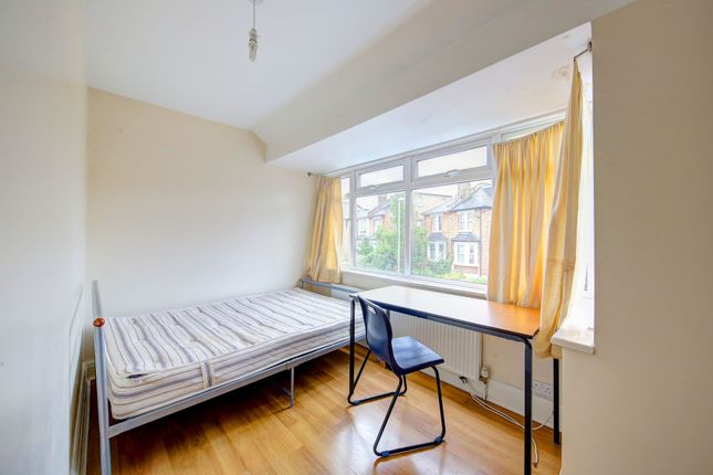 4 bed terraced house to rent in The Bittoms, Central Kingston, Kingston Upon Thames, Surrey