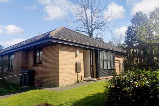 2 bed bungalow for sale in Fairfields, Saxmundham IP17
