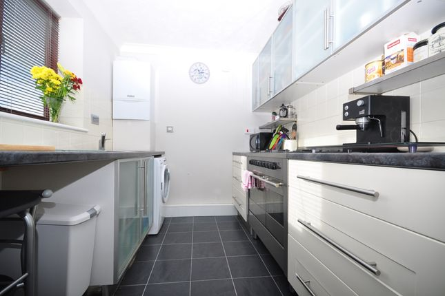 3 bed end terrace house to rent in Vita Road, Portsmouth