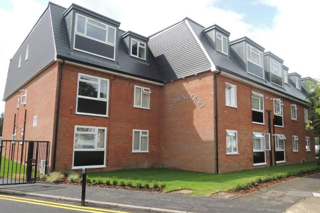 Flat to rent in West End Lane, Barnet