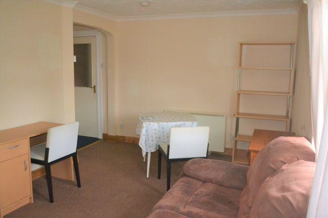 Living Room of Aylesborough Close, Cambridge CB4
