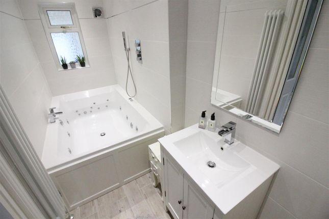 Bathroom of Hotham Road North, Hull HU5
