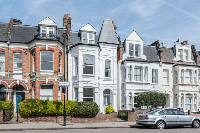 Thumbnail Terraced house for sale in Clissold Crescent, London