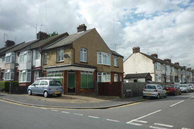Thumbnail Retail premises for sale in Luton, 8Sn