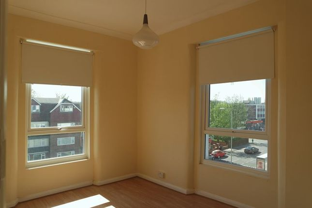 Thumbnail Flat to rent in Croydon Road, London