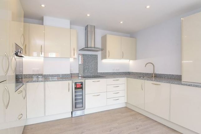 Thumbnail Flat to rent in Southgate Street, Winchester