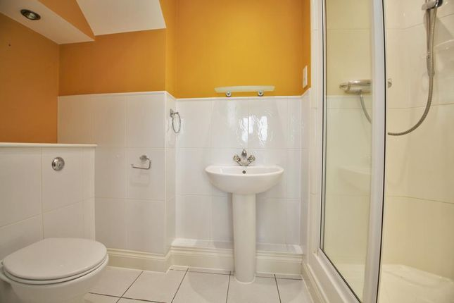 Ensuite of Luscinia View, Napier Road, Reading, Berkshire RG1
