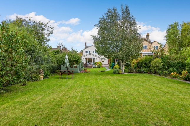 Thumbnail Detached house for sale in Hitchin Road, Stotfold, Hitchin, Herts