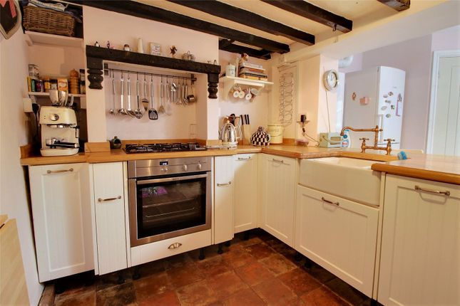 Thumbnail Terraced house for sale in Carters Cottages, Redhill