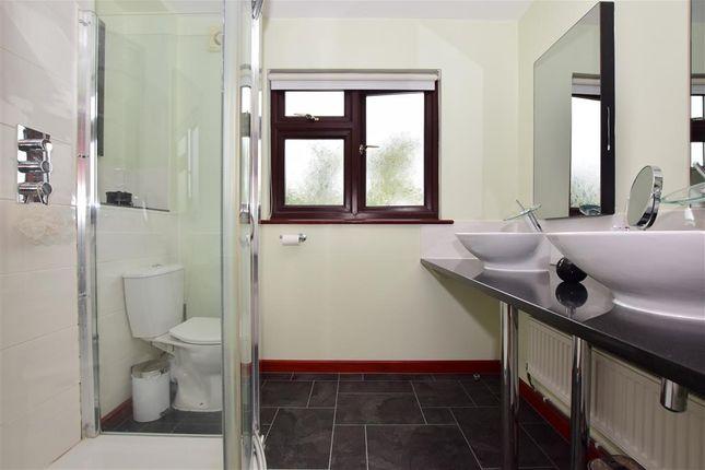 En-Suite of Chequers Close, Istead Rise, Kent DA13