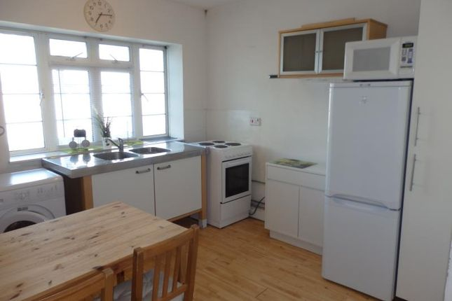 Flat to rent in Mountview Court, Hornsey