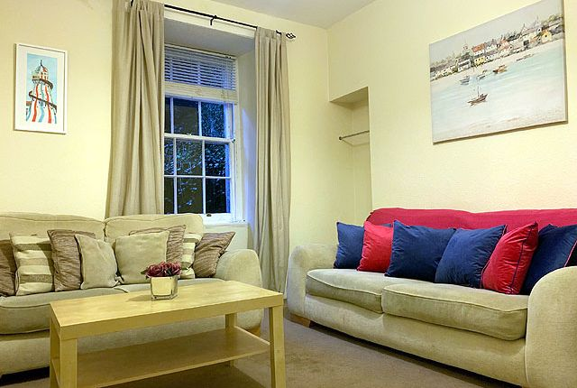 2 bedroom flat to rent in Broughton Street, New Town, Edinburgh
