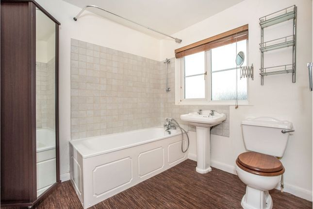 En-Suite of Main Road, Dartford DA4