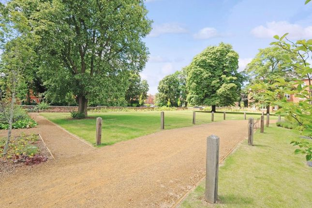 Grounds of Cholsey Meadows, Cholsey OX10
