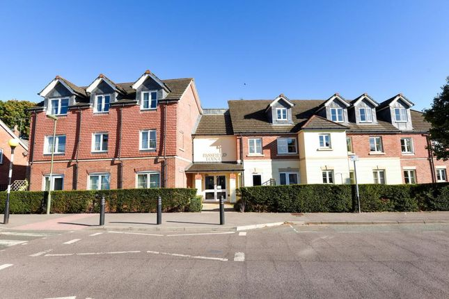 2 bed flat for sale in Passfield Lodge, Lightwater
