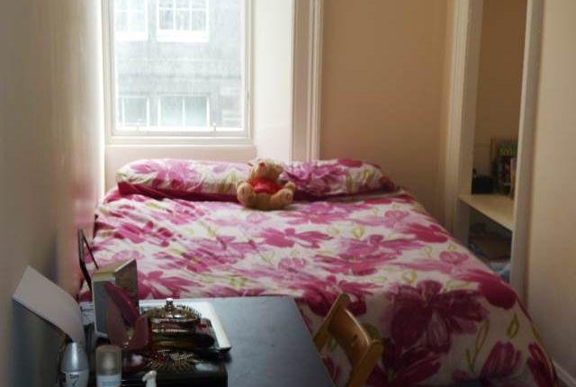 Bedroom 2 of Easter Road, Edinburgh EH7