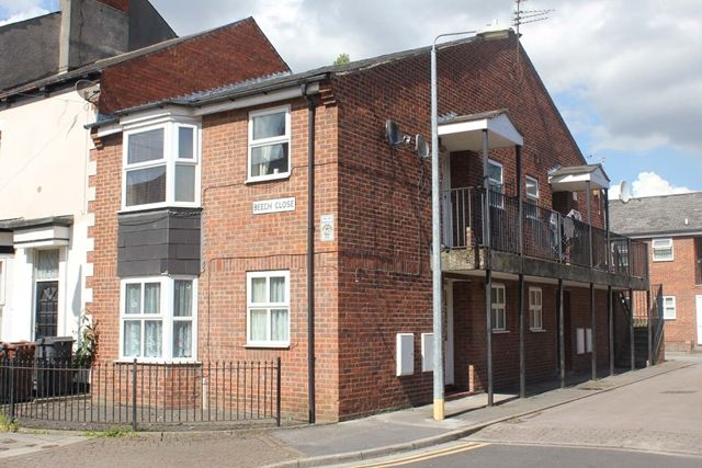 Thumbnail Flat for sale in Beech Close, Hull
