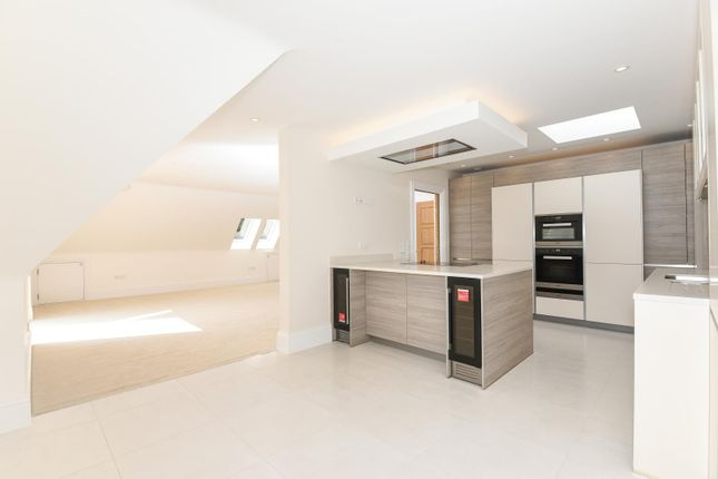 Thumbnail Flat to rent in South Park Crescent, Gerrards Cross