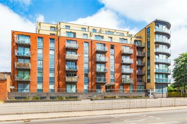 Thumbnail Flat to rent in Bath Road, Slough, Berkshire