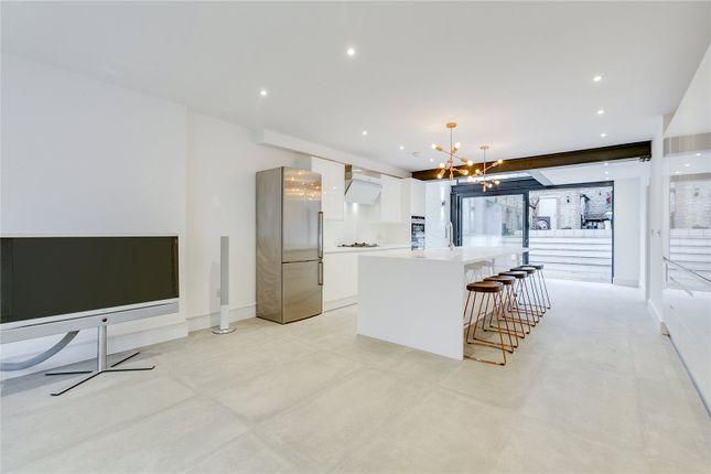 Thumbnail Property to rent in Grafton Square, London