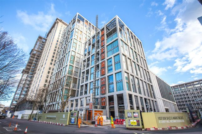 Thumbnail Flat for sale in Belvedere Gardens, Southbank Place, Waterloo