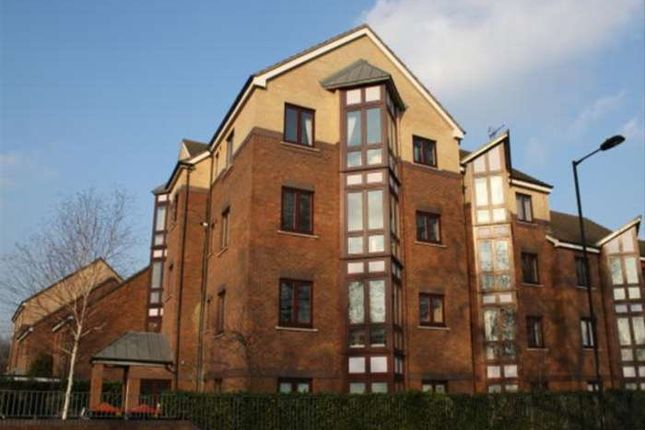 Thumbnail Flat for sale in Midhurst Way, London