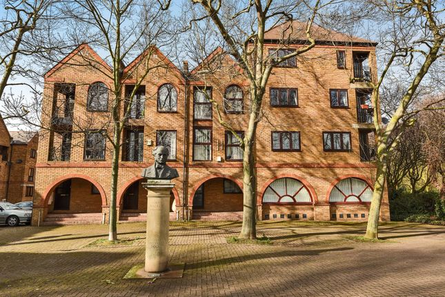 Thumbnail Terraced house for sale in Brunswick Quay, London