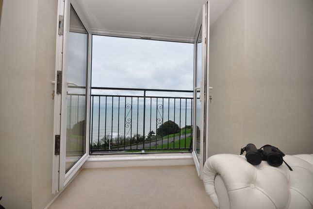 Thumbnail Flat to rent in Clifton Crescent, Folkestone