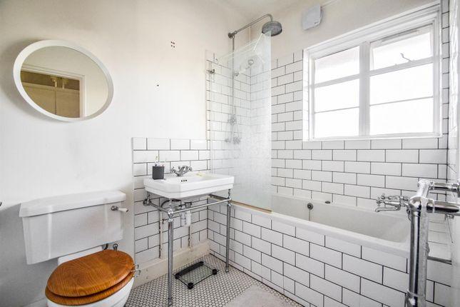 Bathroom of Prebend Street, London N1