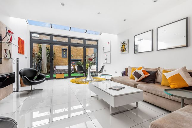 Thumbnail Terraced house for sale in Tottenham Lane, Crouch End