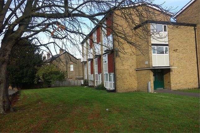 Thumbnail Flat to rent in Warminster Gardens, London