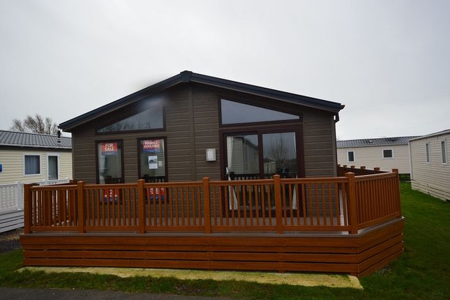 Thumbnail Mobile/park home for sale in Winchealsea Sands Holiday Park, Winchelsea, East Sussex.