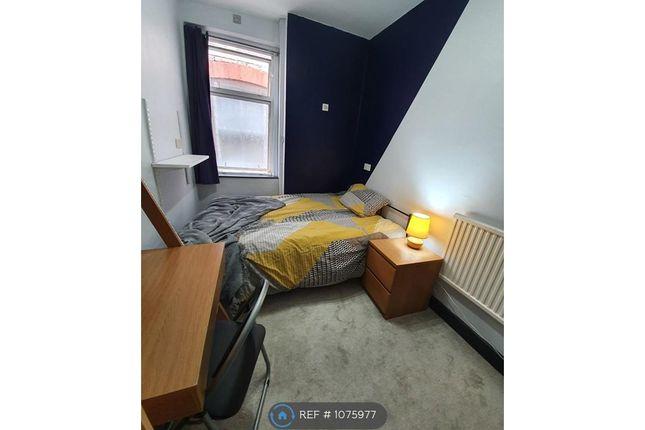 Room to rent in Wimborne Gardens, Ealing W13