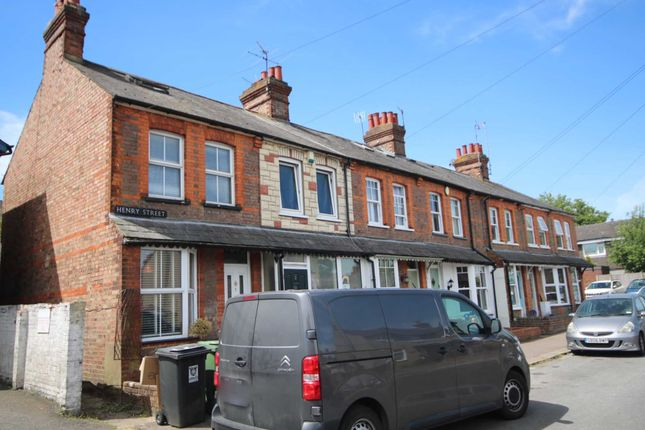 Character Cottage, Close To Shops & Station, Three Bedrooms HP3