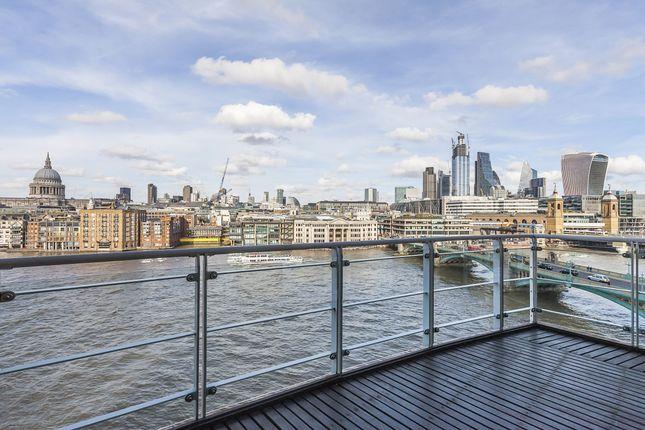 Thumbnail Flat to rent in New Globe Walk, London