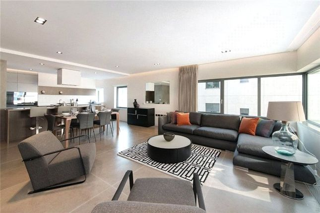 Thumbnail Flat to rent in Babmaes Street, St. James's, London