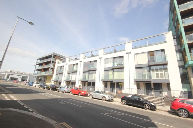 2 bed flat to rent in Hobart Street, Plymouth