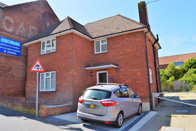 Thumbnail Detached house to rent in Mill Hill Road, Cowes