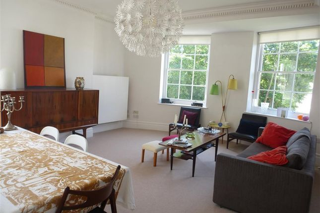 Flat to rent in Windlesham Road, Brighton