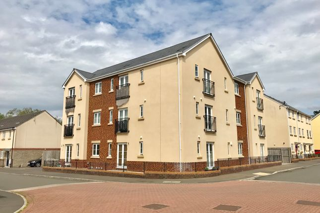 Thumbnail Flat for sale in Ffordd Cambria, Pontarddulais, Swansea