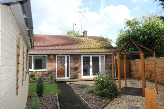 Thumbnail Detached bungalow to rent in Main Street, Grove, Wantage