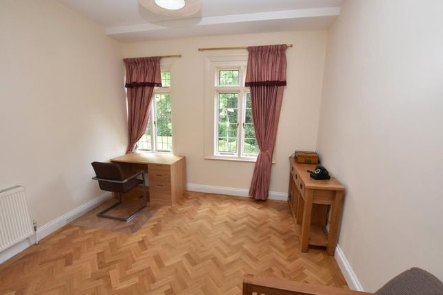 Living Room of Heavitree Park, Exeter, Devon EX1