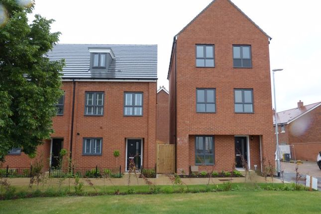 Thumbnail Town house to rent in Chace Village Road, Enfield
