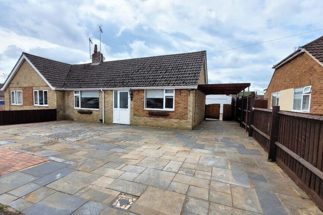 2 bed semi-detached bungalow to rent in Denchfield Road, Banbury, Oxon OX16
