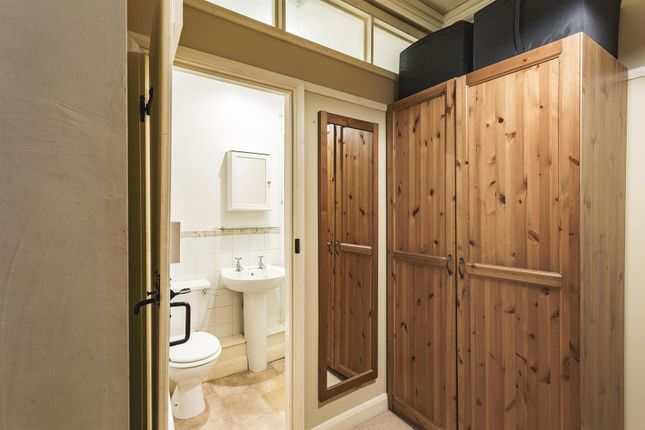 En-Suite of Burley Lane, Quarndon, Derby DE22